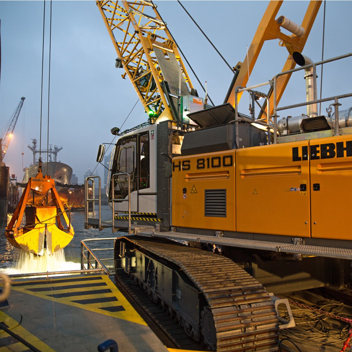 liebherr-hs-8100-seilbagger-crawler-crane-dredging-nassbaggern-8.jpg