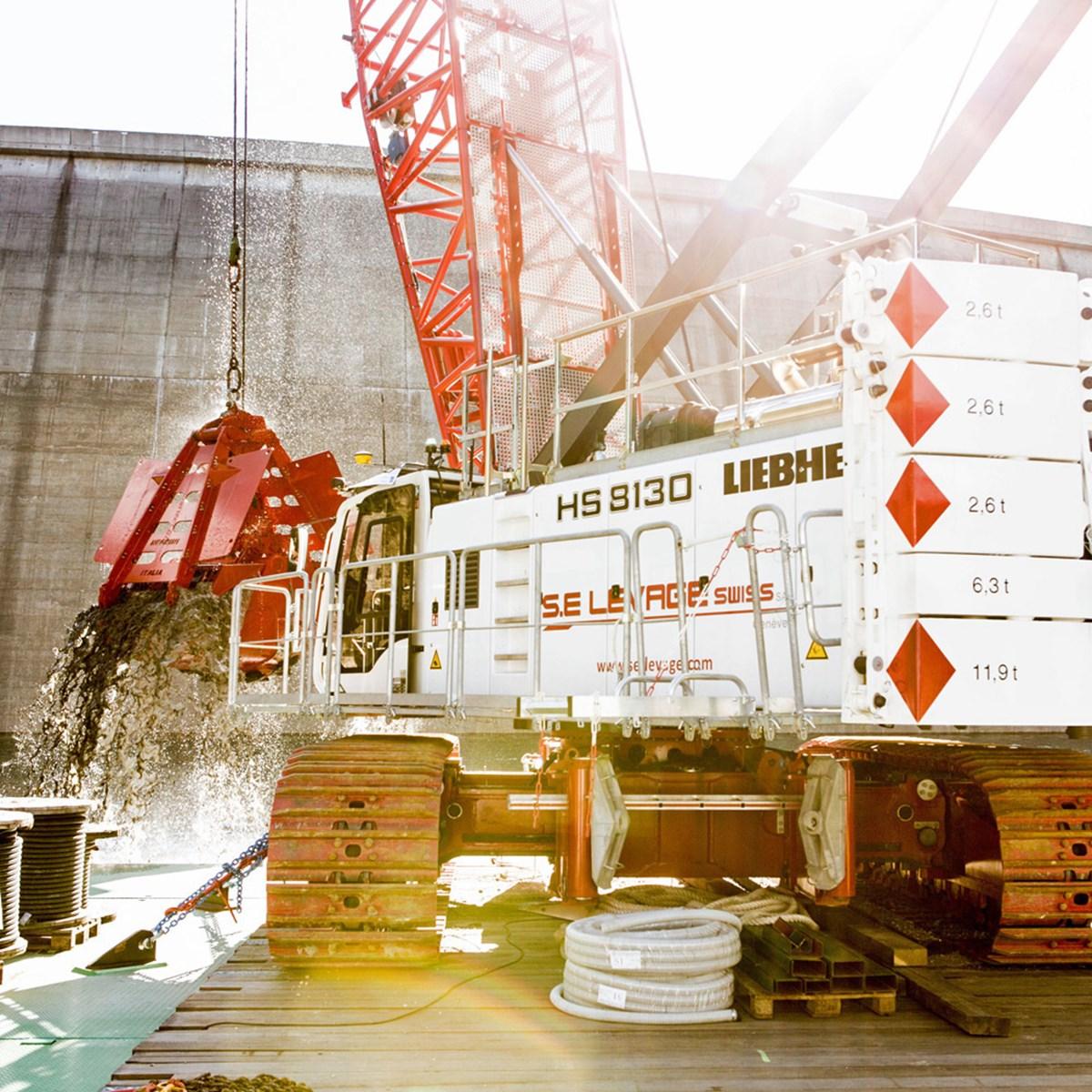 liebherr-hs-8130-duty-cycle-crawler-crane-dredging-bucket-negrini-clamshell.jpg