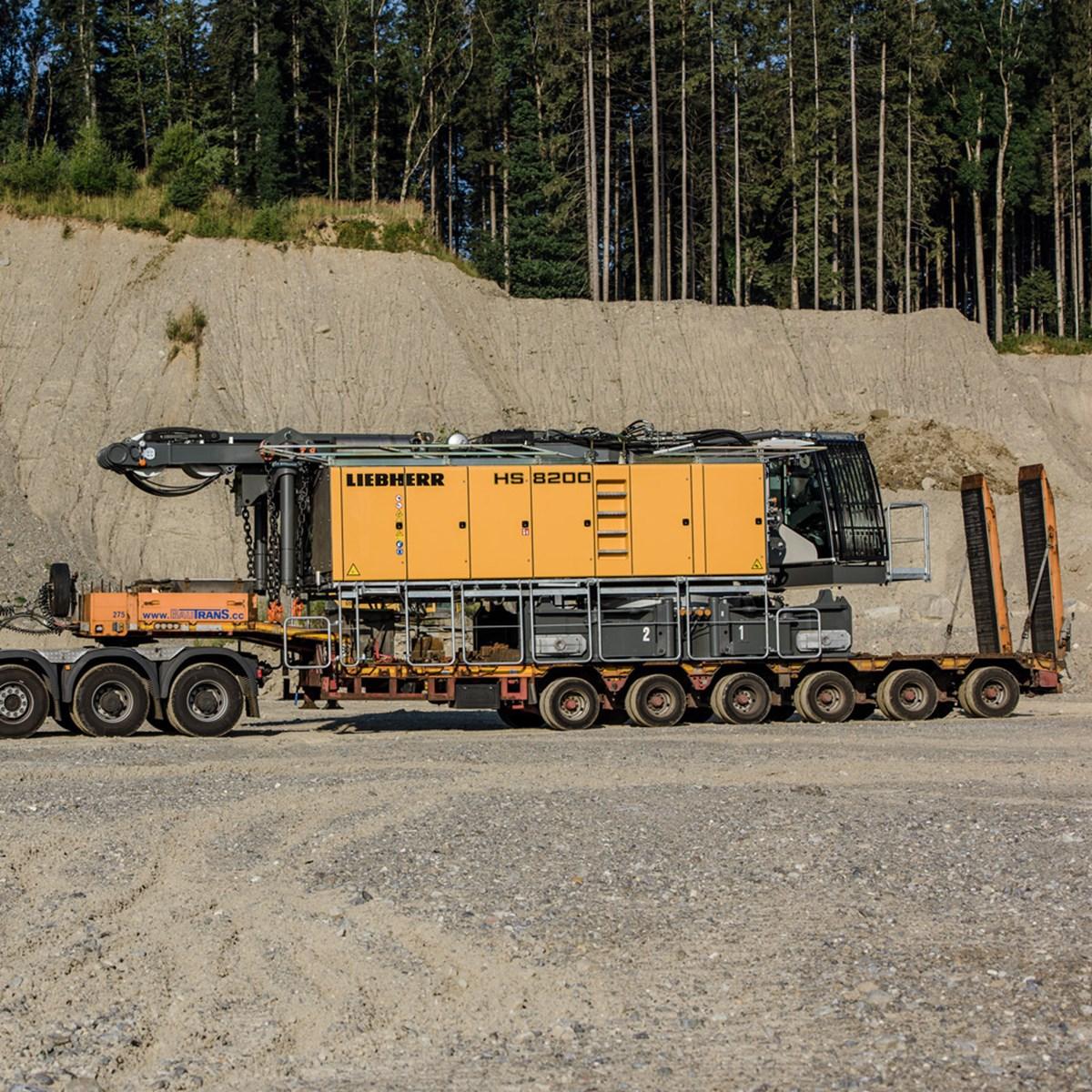 liebherr-hs-8200-seilbagger-duty-cycle-crawler-crane-transport-2.jpg