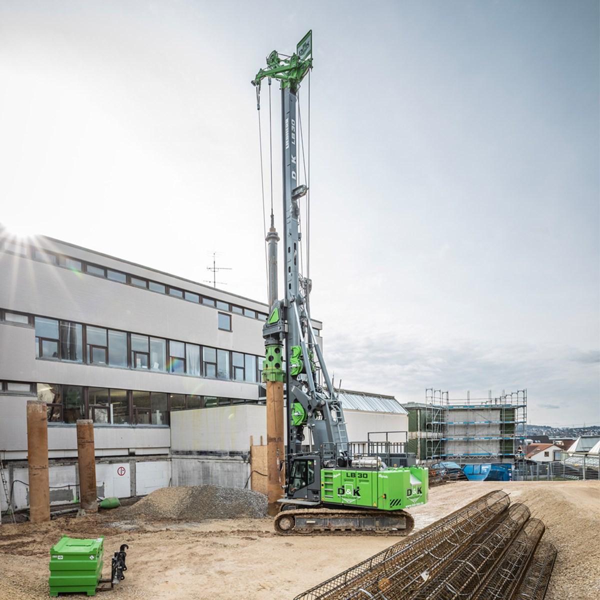 liebherr-lb-30-drilling-rig-drehbohrgerat-kellybohren-kelly-drilling-pic2-1.jpg