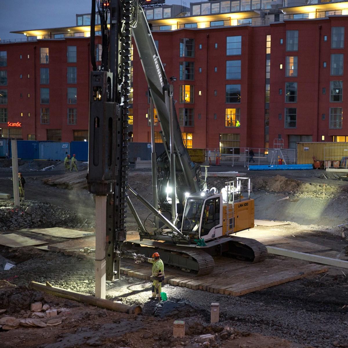 liebherr-lrh-100-piling-rig-concrete-piles-hammer.jpg