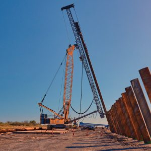 liebherr-lrh-600-piling-rig-with-lattice-boom-leader-and-hammer-h15l.jpg