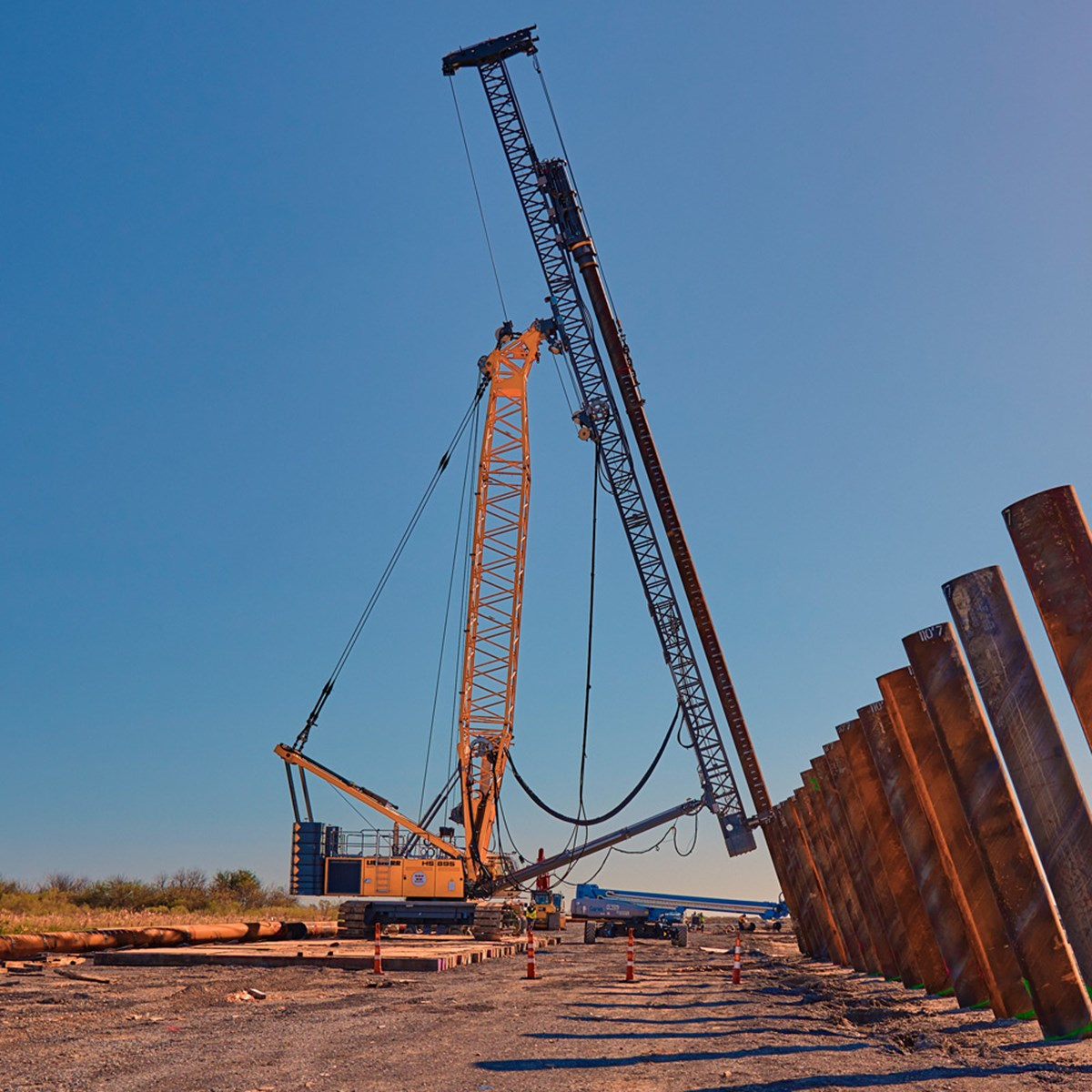 liebherr-lrh-600-piling-rig-with-lattice-boom-leader-and-hammer-h15l.jpg