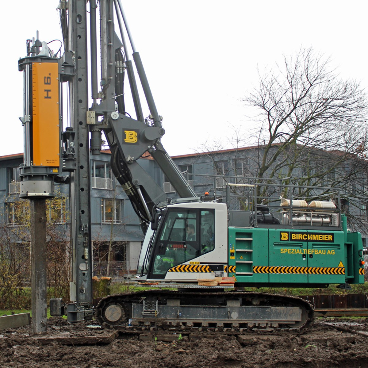 liebherr-piling-and-drilling-lrb-18-hammer-h-6-impacting-pre-fab-concrete-pi-2.jpg