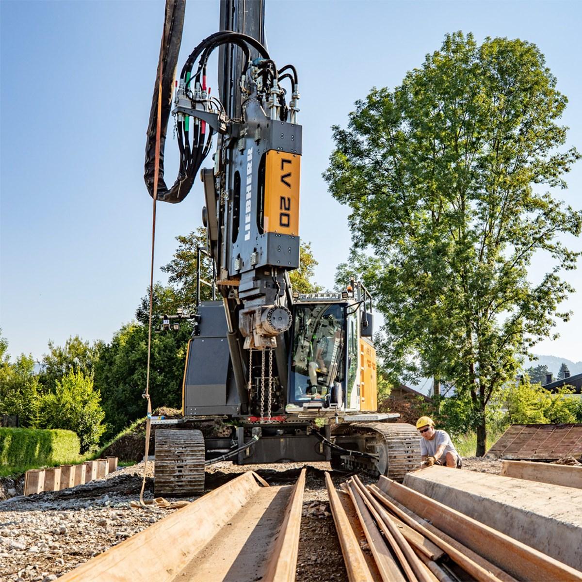 liebherr-piling-and-drilling-lrb-18-vibrator-lv-20-shhet-piles-spundwaende-2-1.jpg